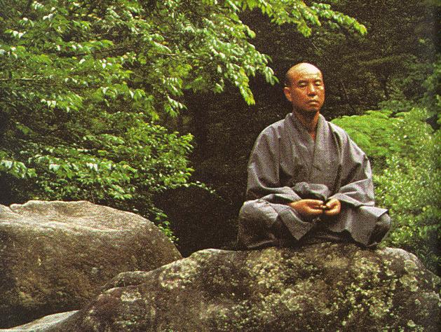 man doet aan zazen meditatie