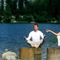 meerdere mensen aan het mediteren